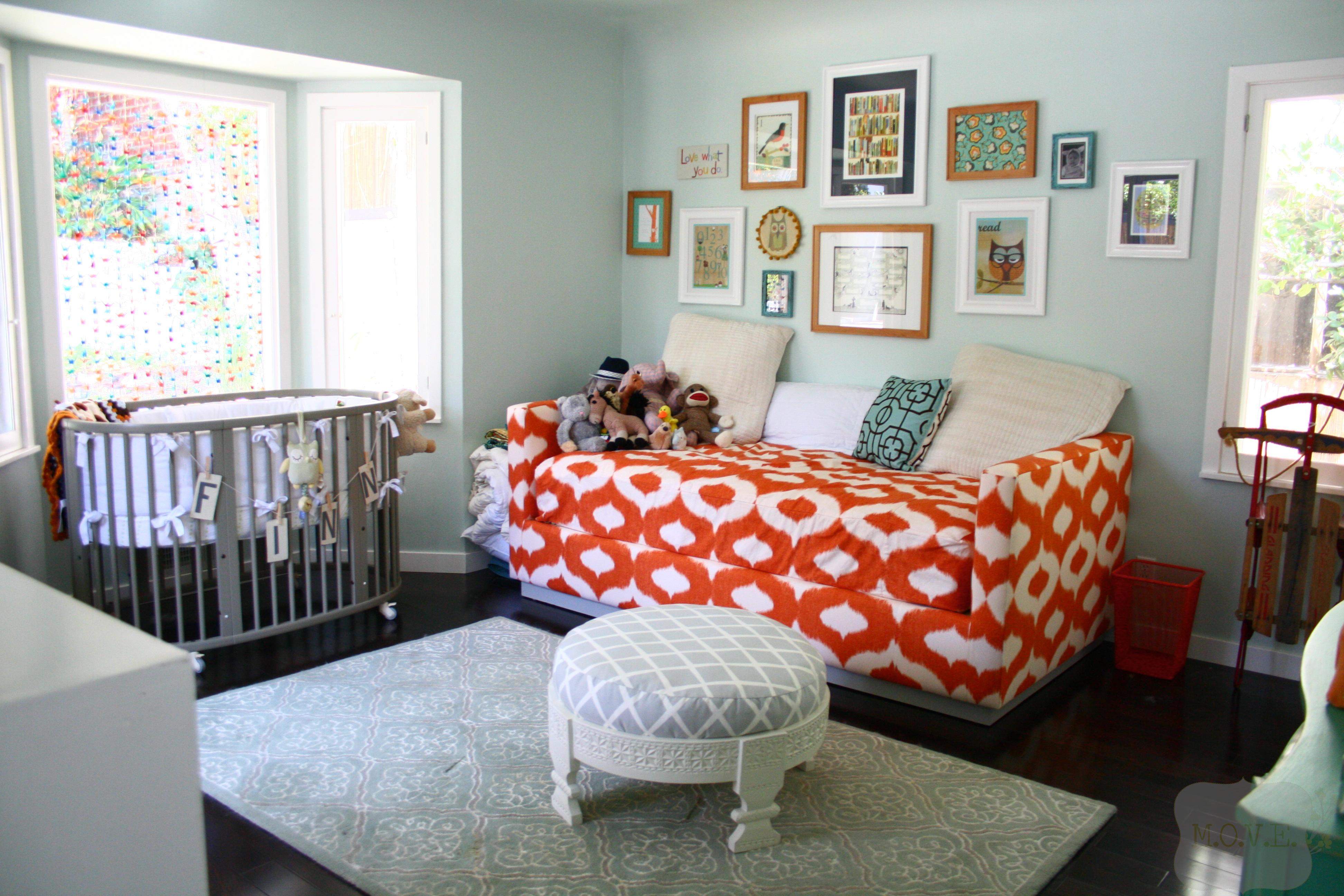 Детская в однокомнатной квартире с диваном