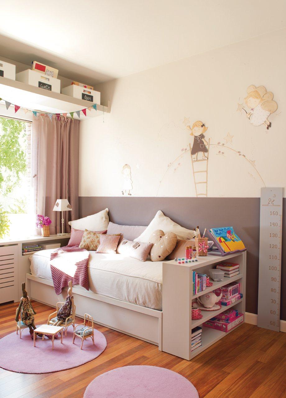 Детская комната для девочки с диваном
