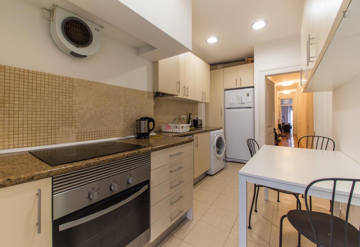 Кухня 9 кв м длинная