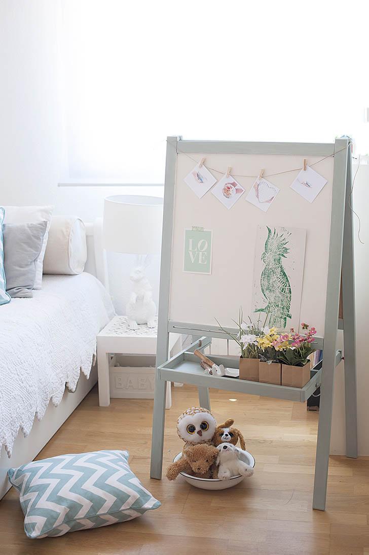 Детская комната для мальчика с доской