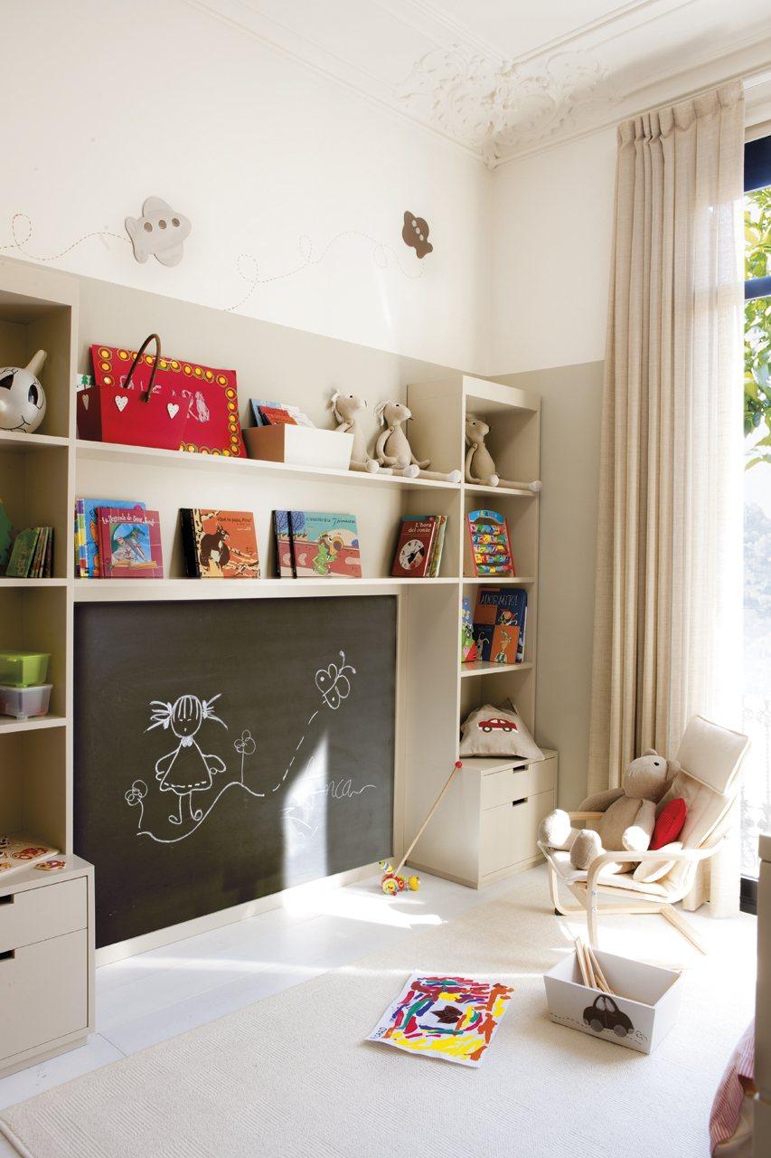 Детская комната для девочки с грифельной доской