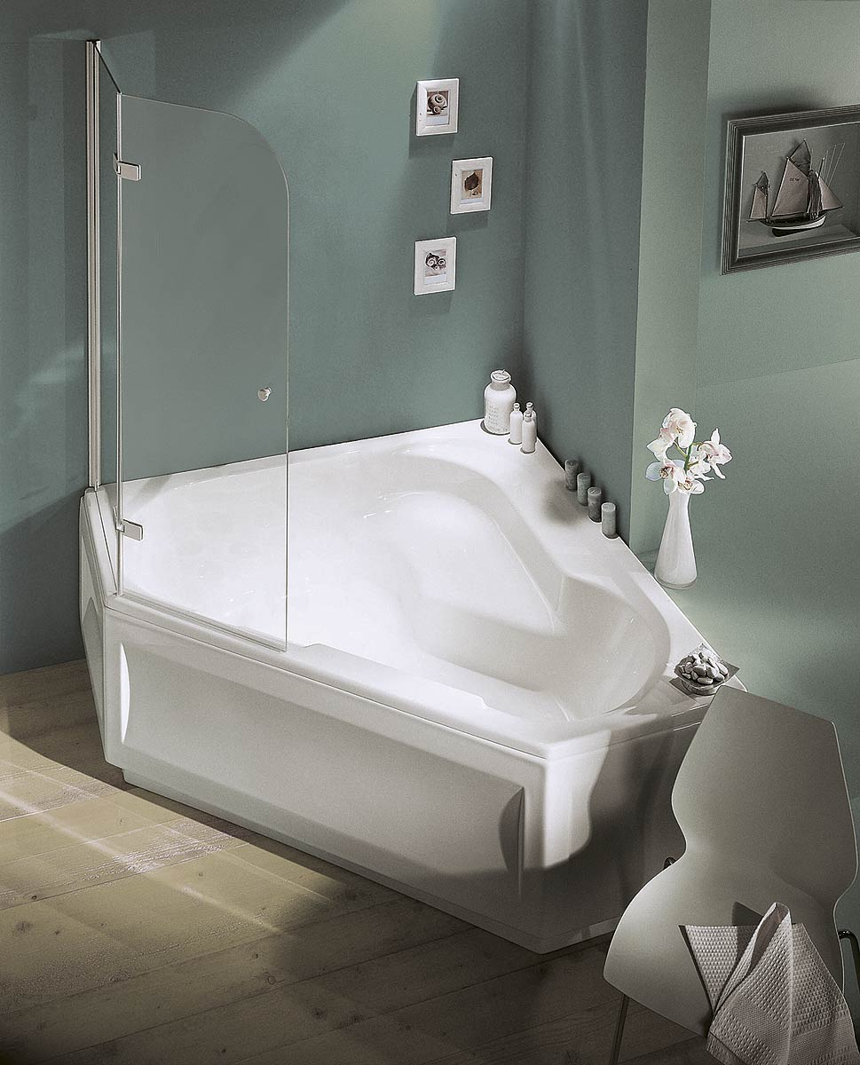 Угловая ванна с душем