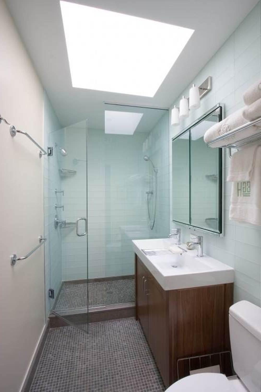 Маленькая ванная комната с душем
