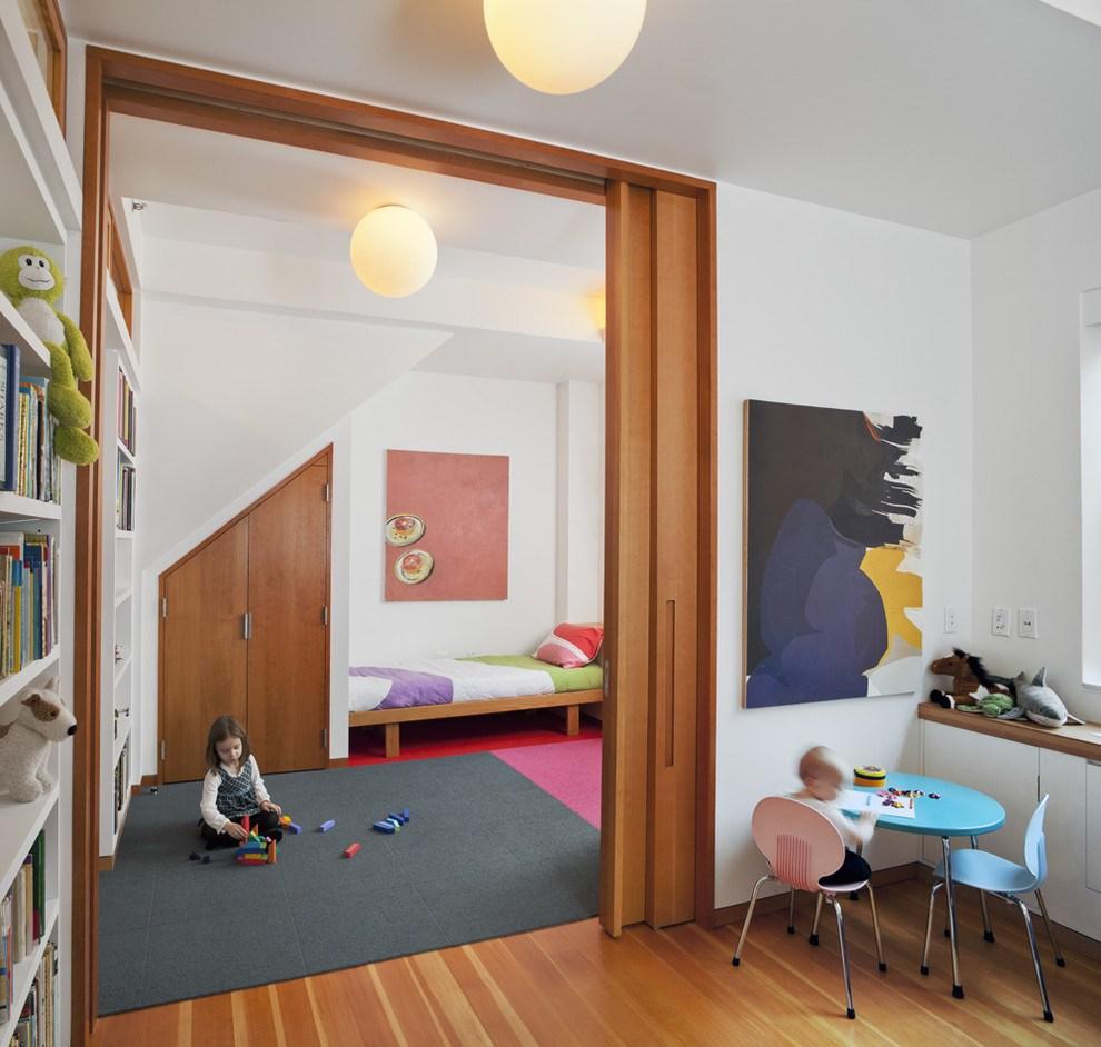 Детская в однокомнатной квартире с дверями перегородками