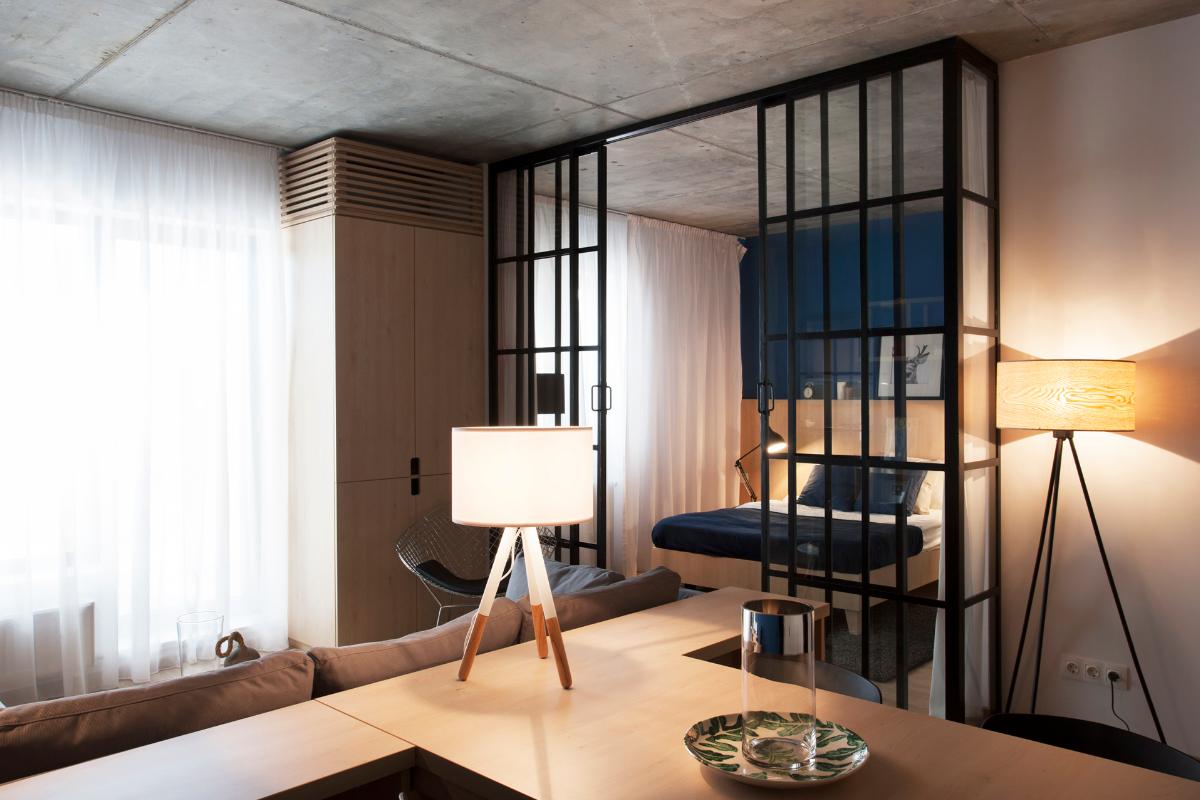 Дизайн однокомнатной квартиры с дверями перегородками