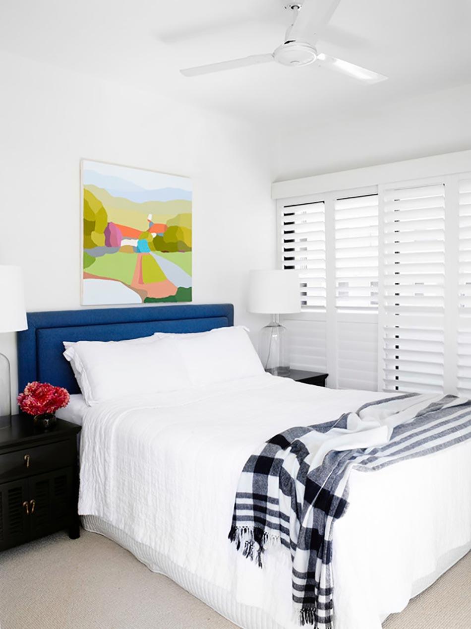 Маленькая спальня с двуспальной кроватью