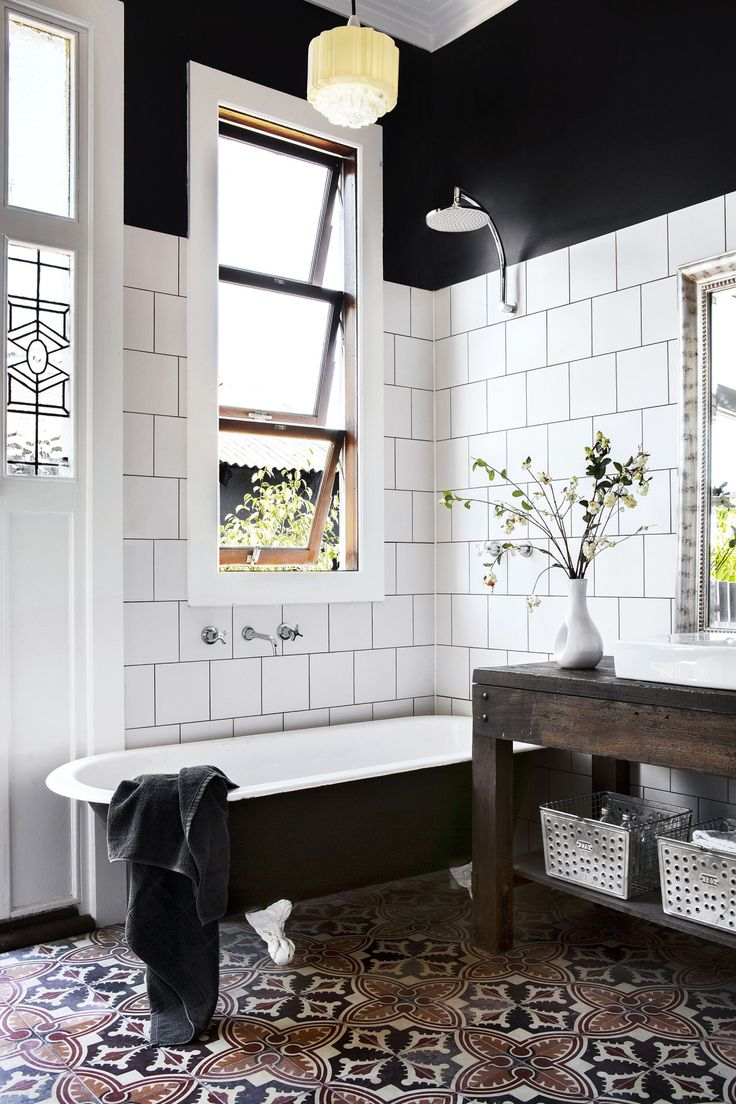 Черная ванная в эклектичном стиле