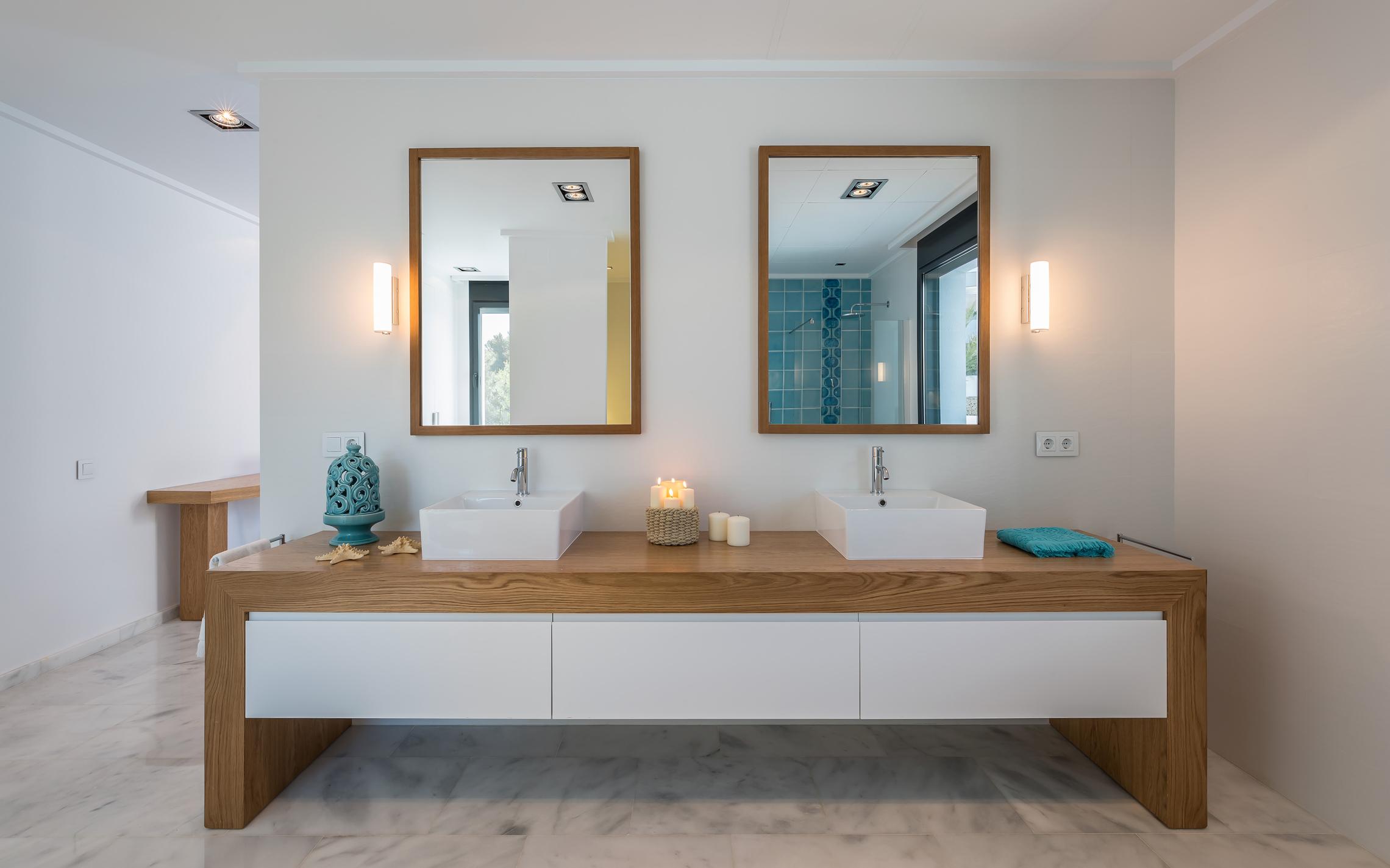 Зеркало в ванную комнату в стиле эко