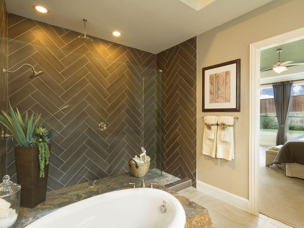 Интерьер ванной с плиткой елочкой