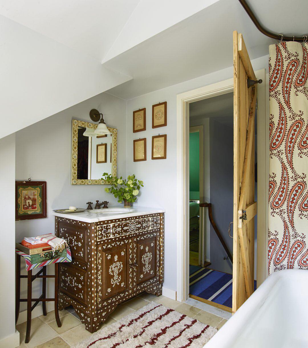 Идеи дизайна маленькой ванной комнаты в стиле этно