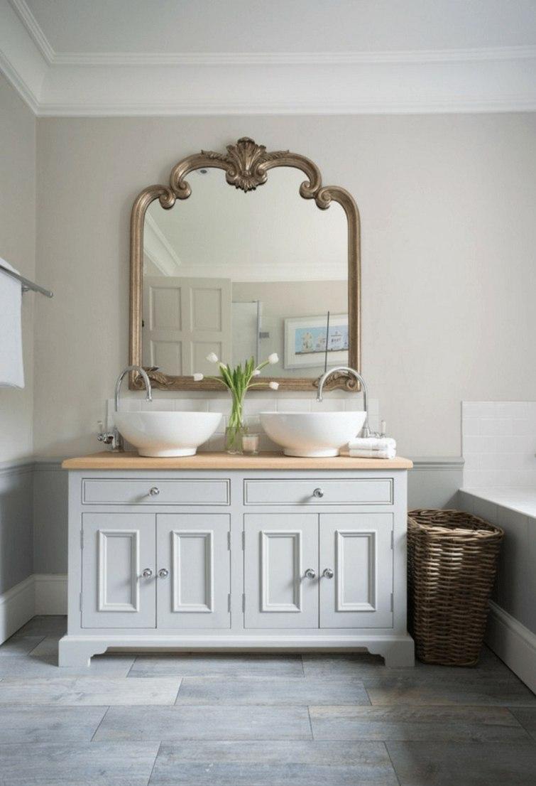 Зеркало в ванную комнату фигурное