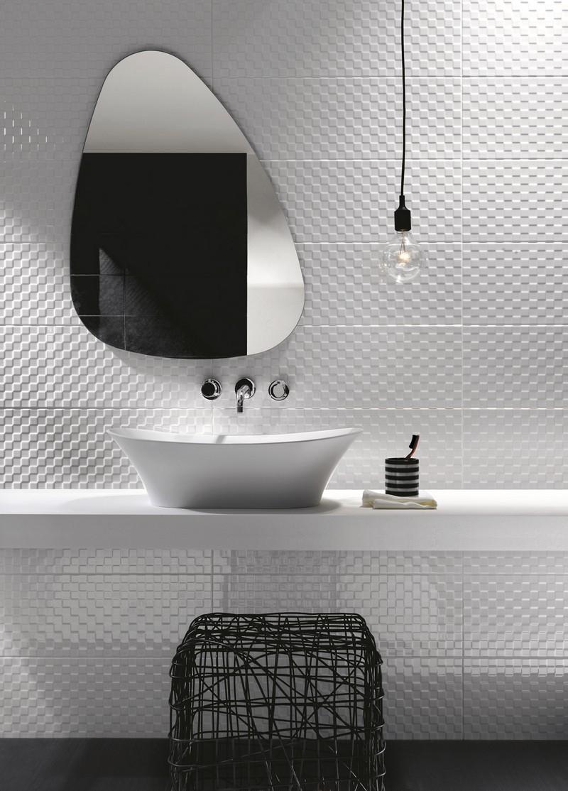 Зеркало в ванную комнату необычной формы