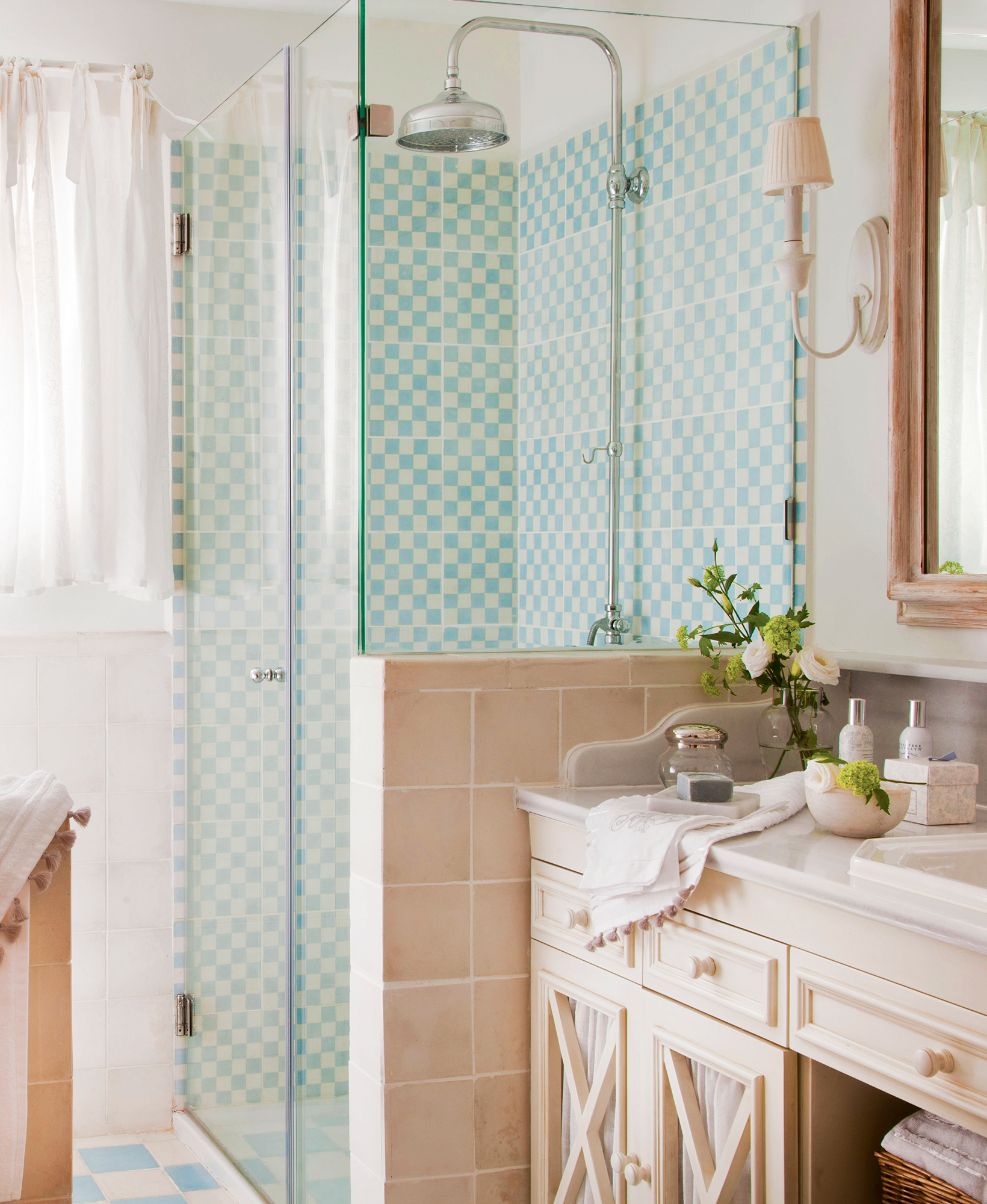 Маленькая ванная комната во французском стиле