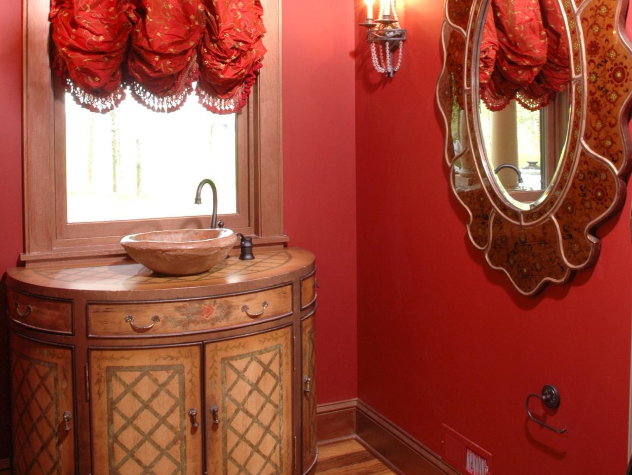 Красная ванная во французском стиле