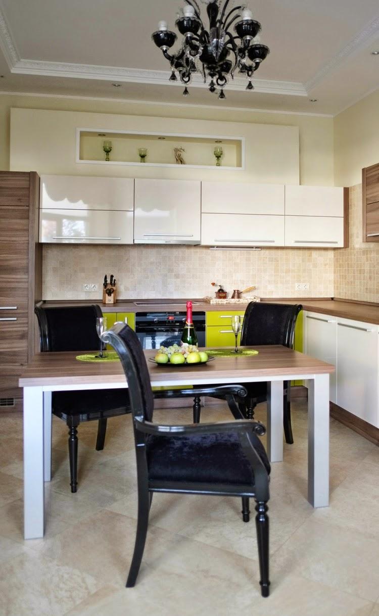 Дизайн маленькой кухни с гарнитуром
