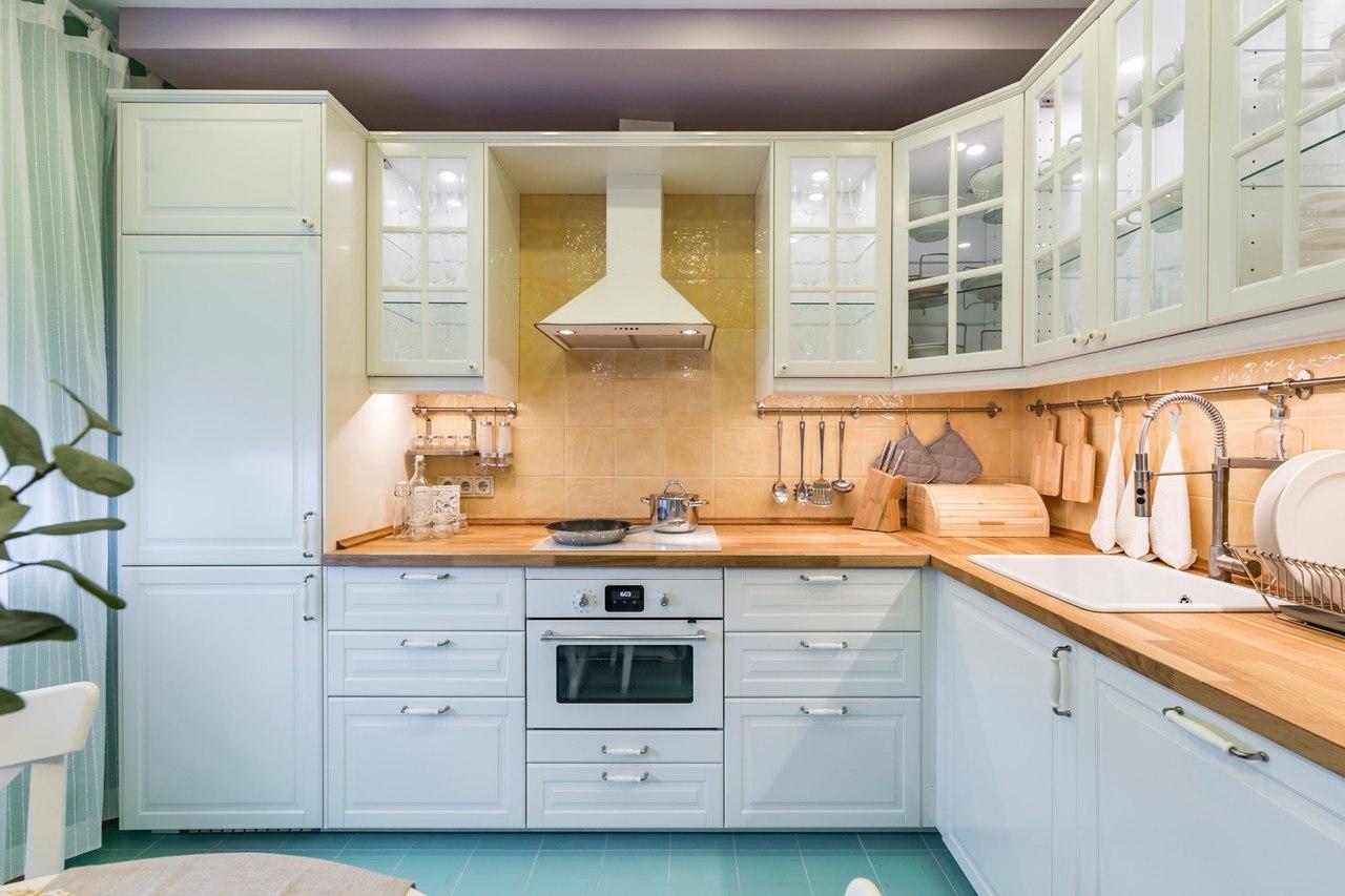 Кухня 9 кв м с гарнитуром