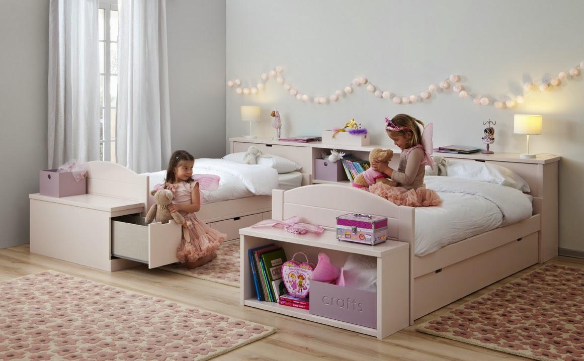Детская комната для девочки с гирляндами