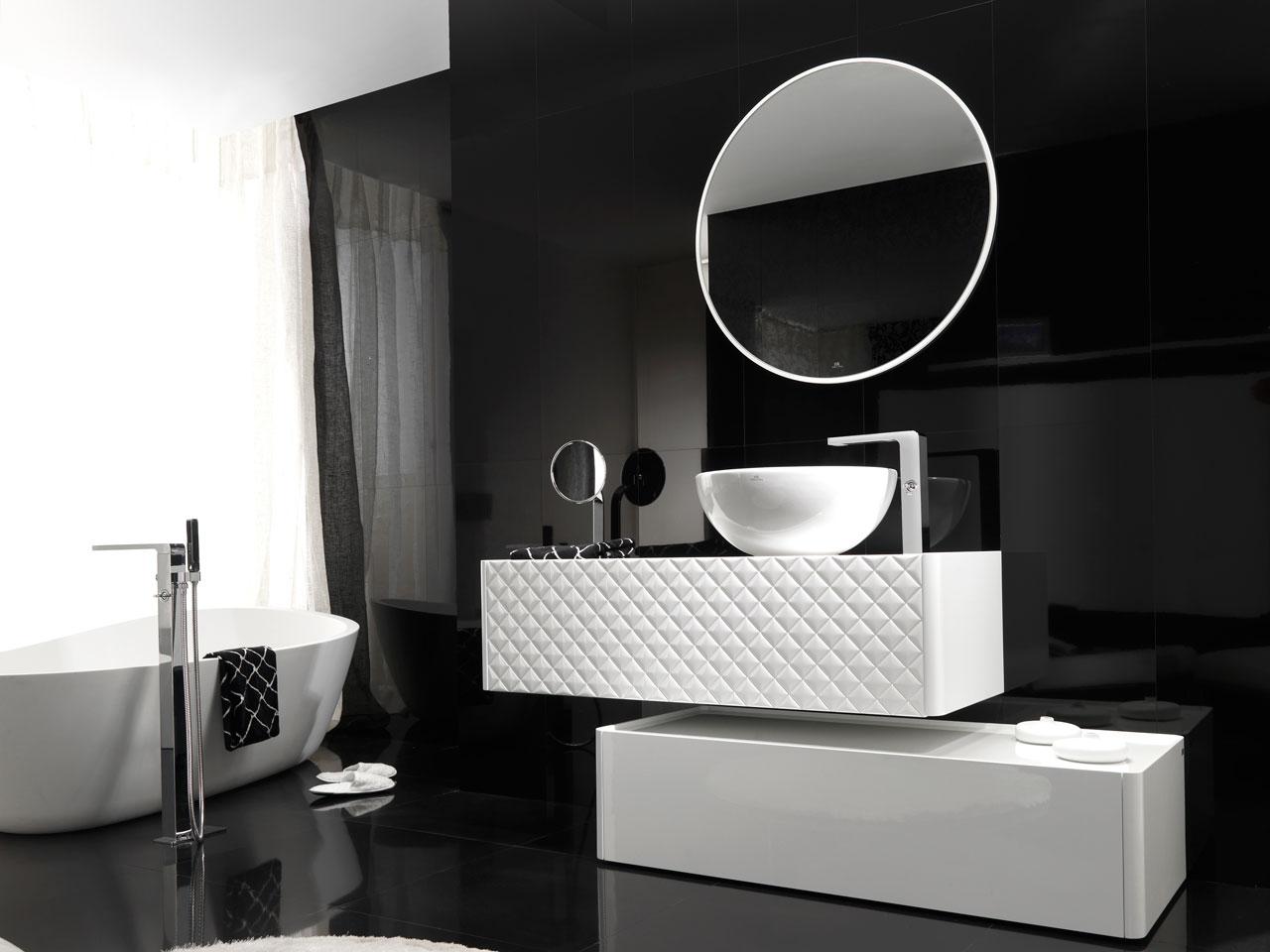 Черная ванная глянцевая