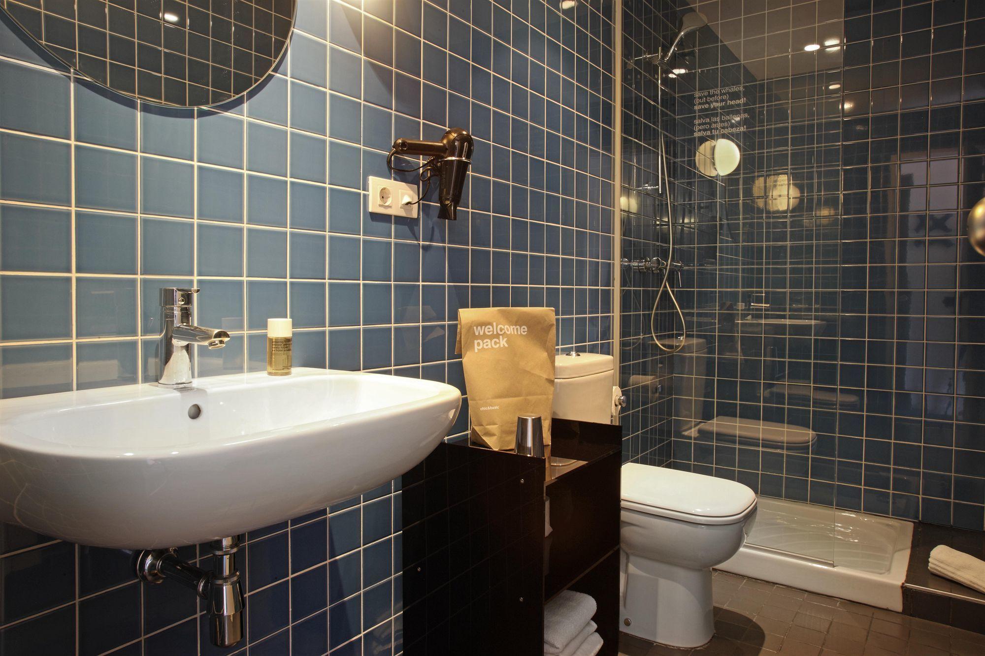 Совмещенная ванная комната голубая