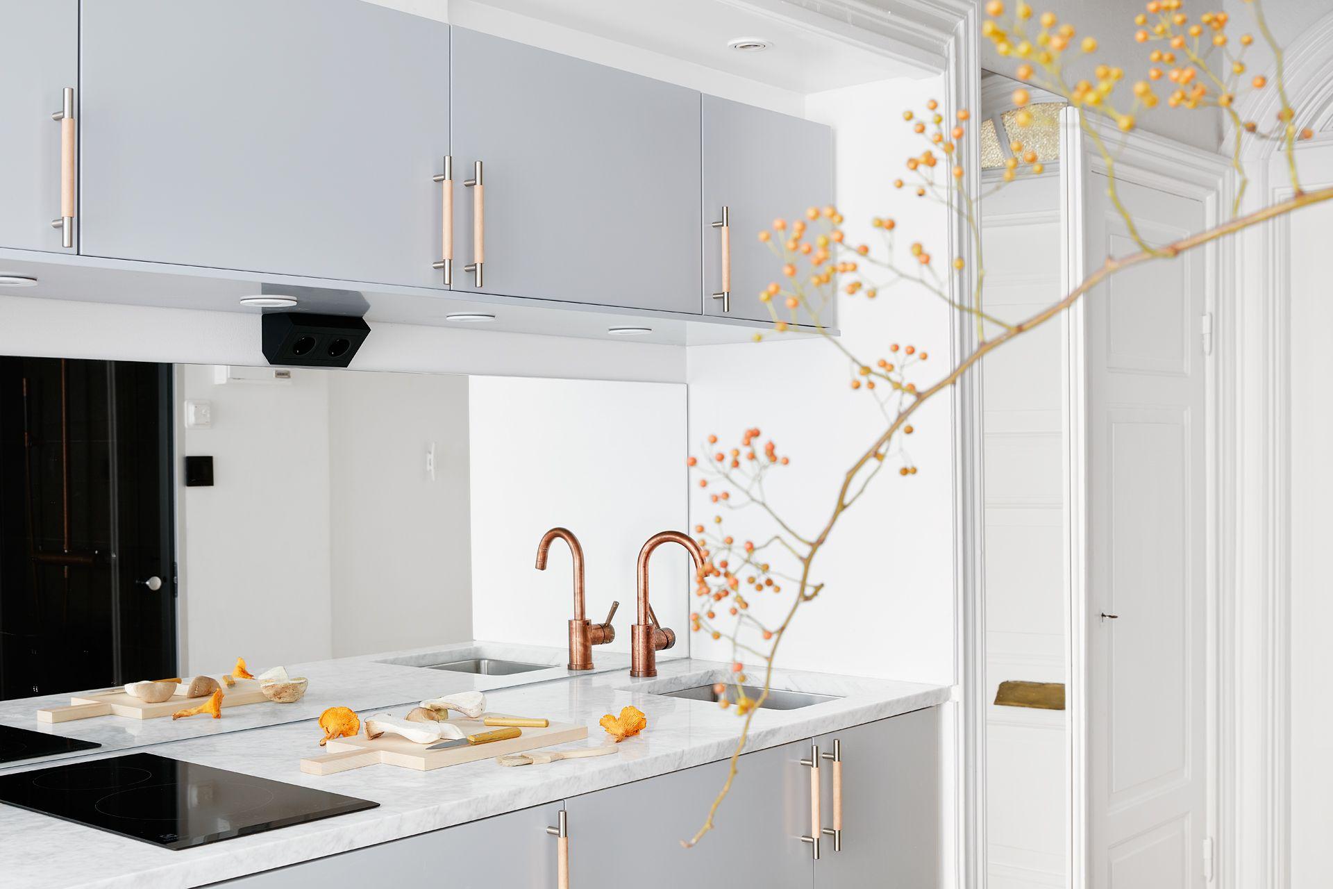 Дизайн маленькой кухни голубой