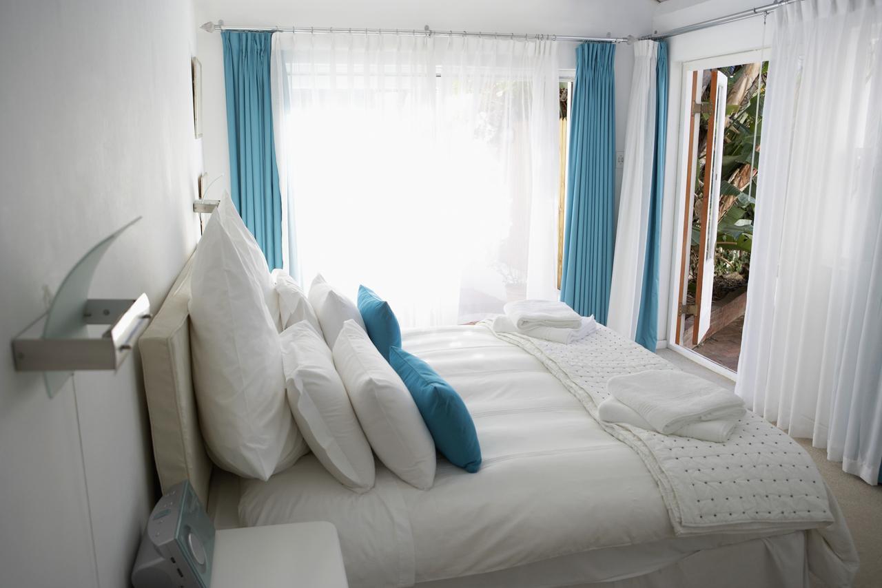 Маленькая спальня с голубыми акцентами