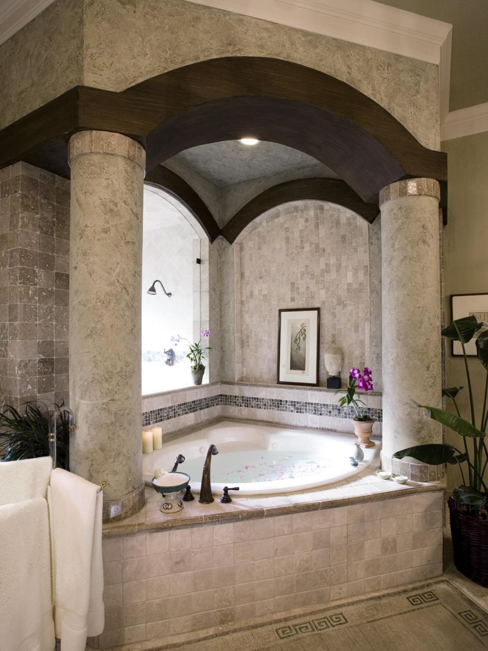 Угловая ванна в греческом стиле