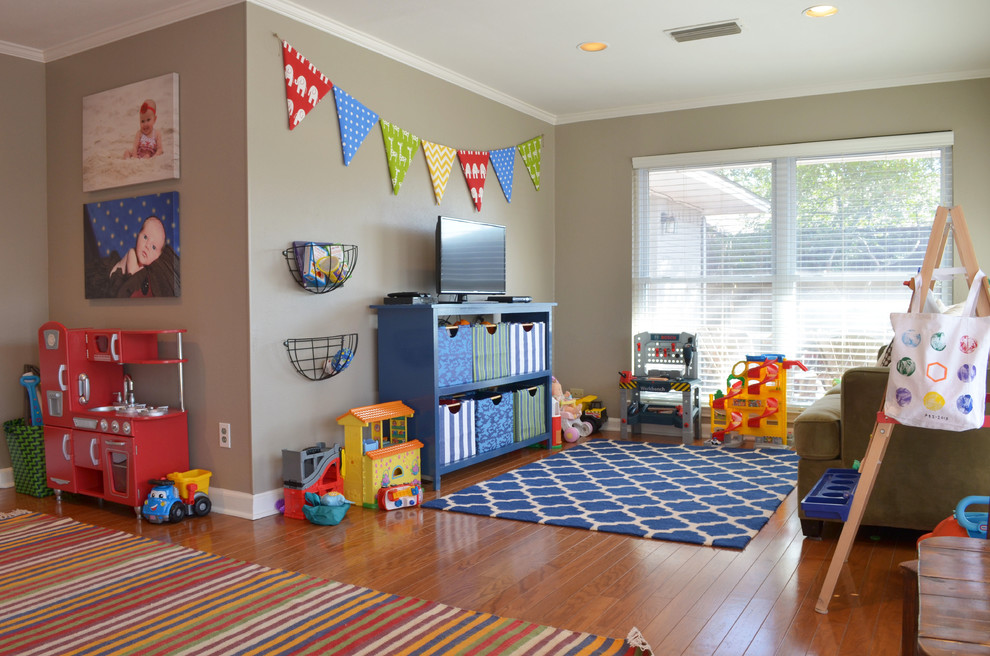 Детская в однокомнатной квартире с игрушками