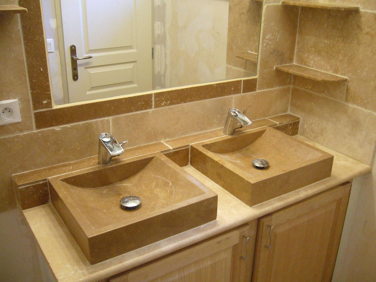 Мебель для ванной с каменной раковиной