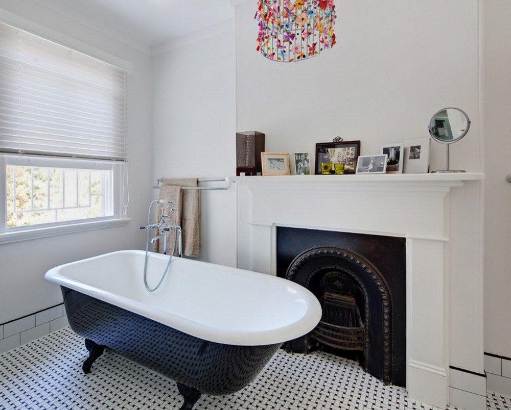 Интерьер ванной с камином