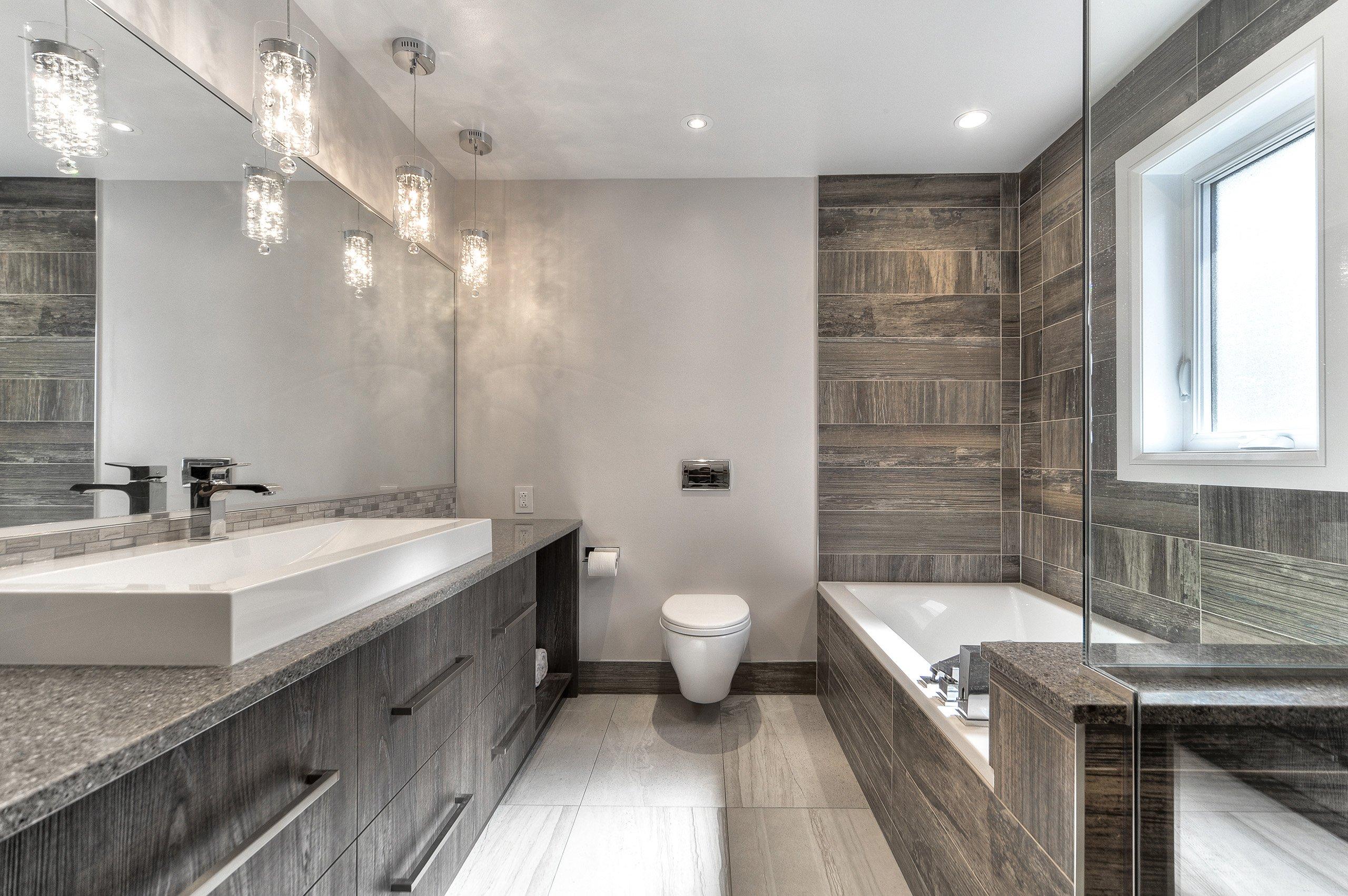 Интерьер ванной с керамогранитной плиткой