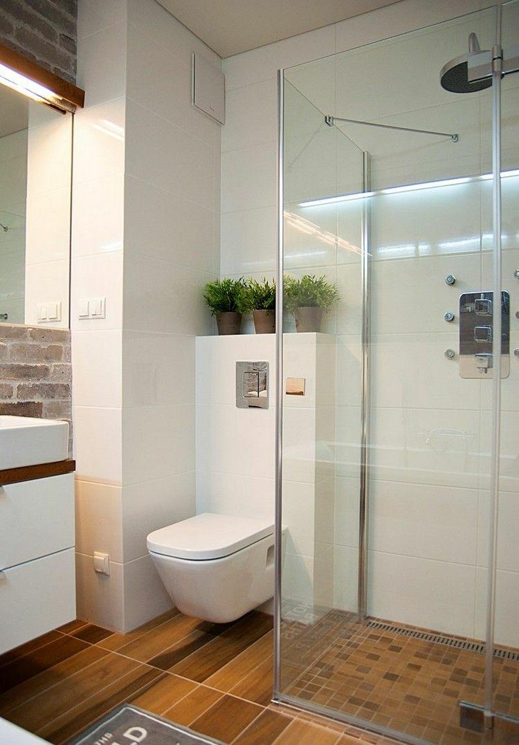 Маленькая ванная комната с кирпичной стеной