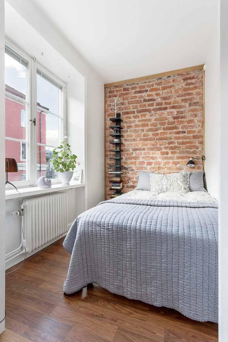 Маленькая спальня с кирпичной стеной