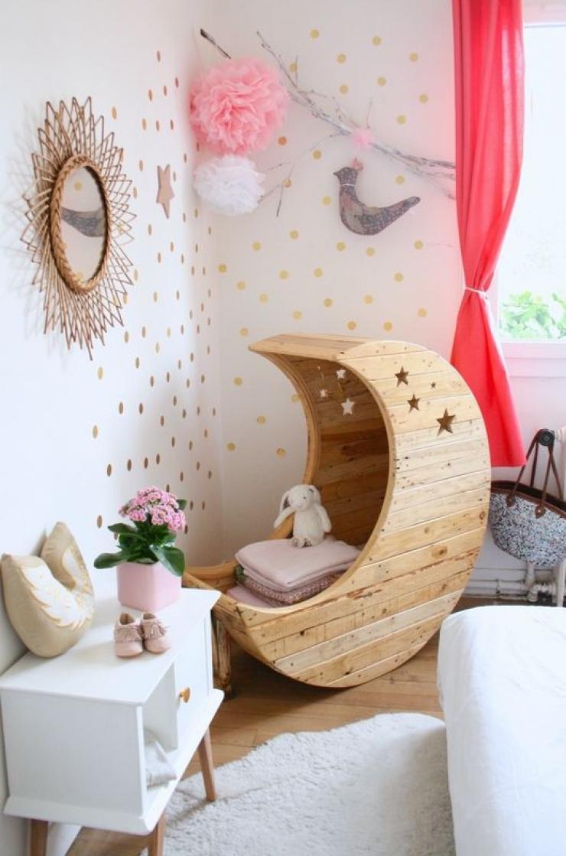 Комната для новорожденного с колыбельюКомната для новорожденного с колыбелью