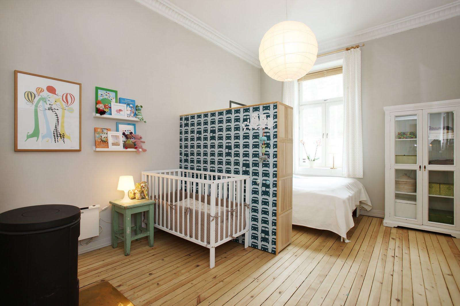 Детская в однокомнатной квартире с комодом
