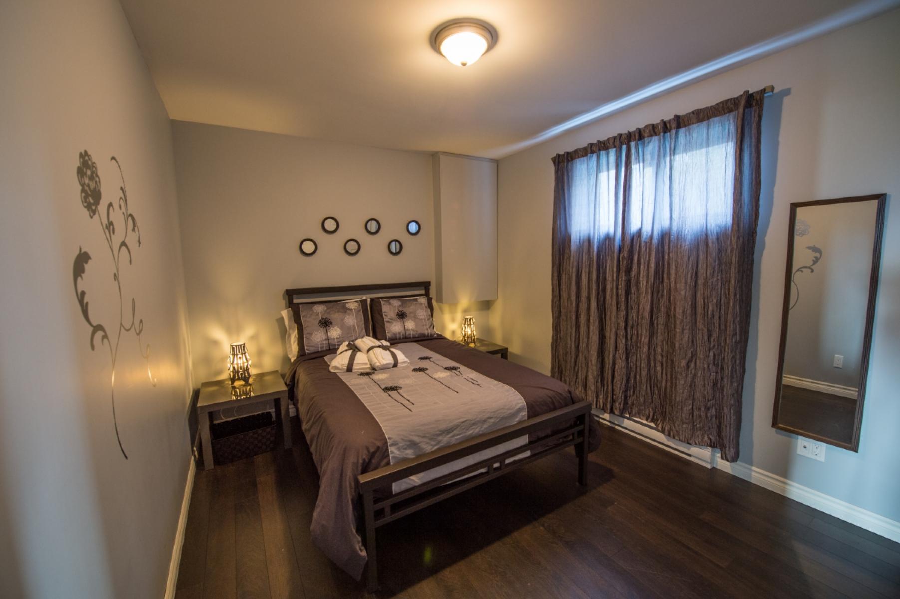 Маленькая спальня коричневая