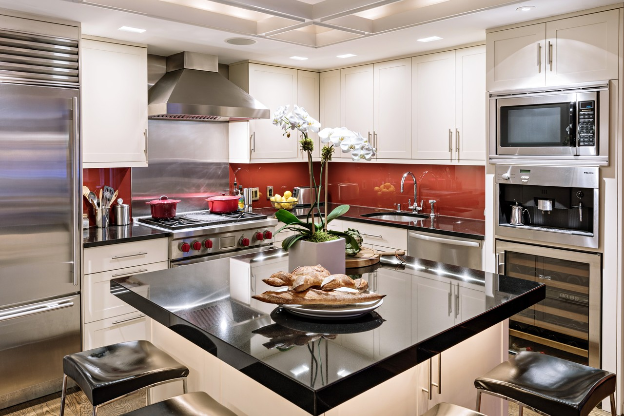 Кухня 9 кв м с корпусной мебелью