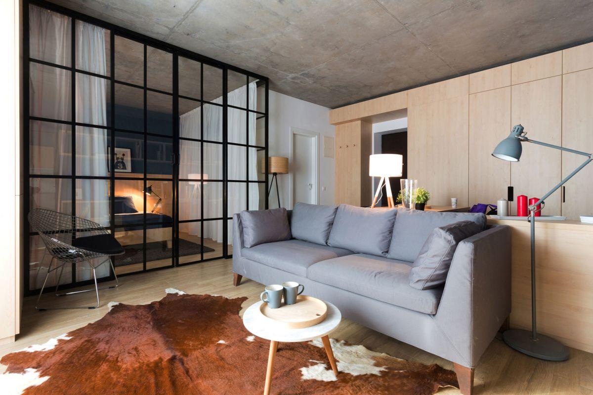 Спальня в однокомнатной квартире с корпусной мебелью