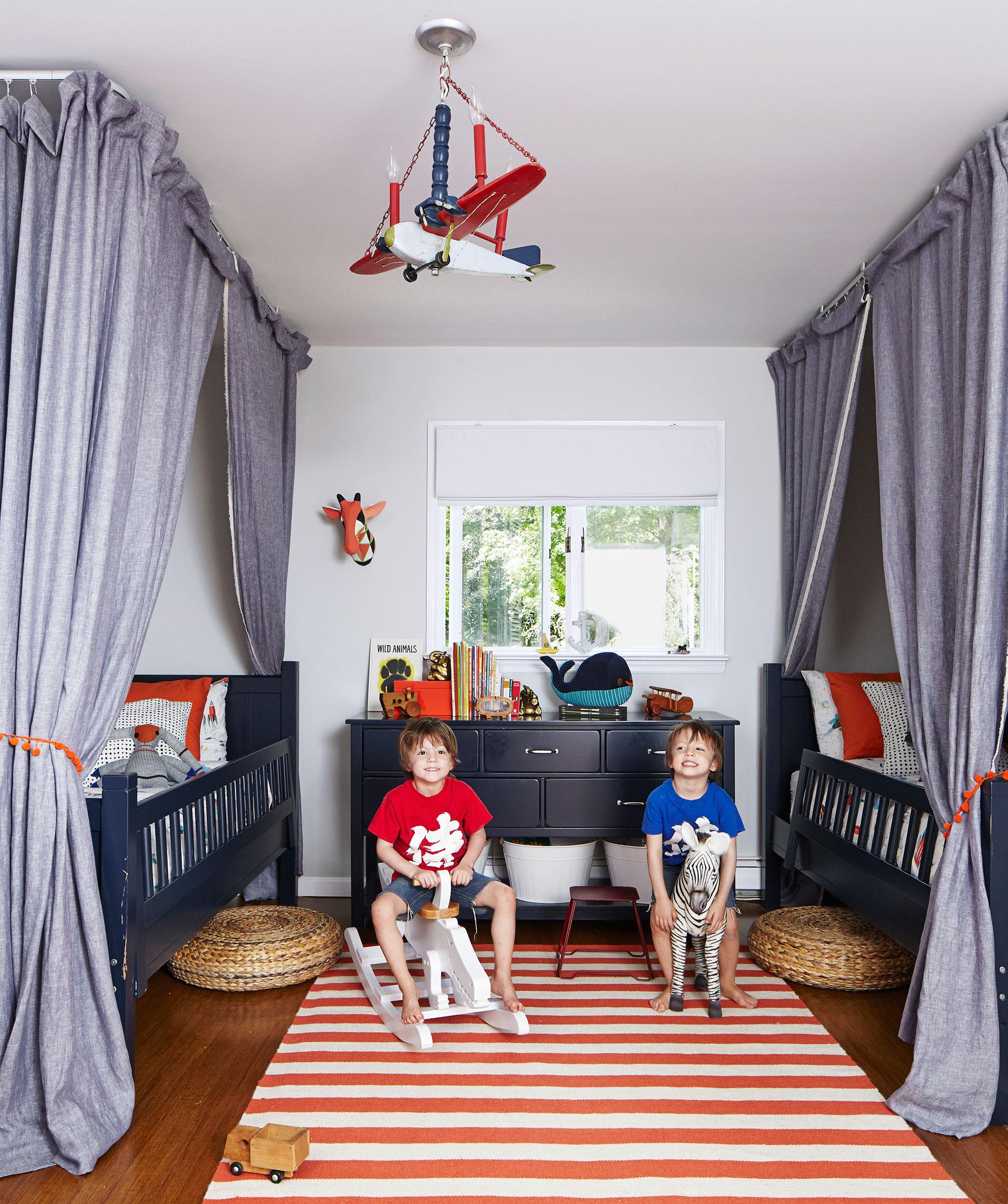 Детская комната в стиле прованс с ковром