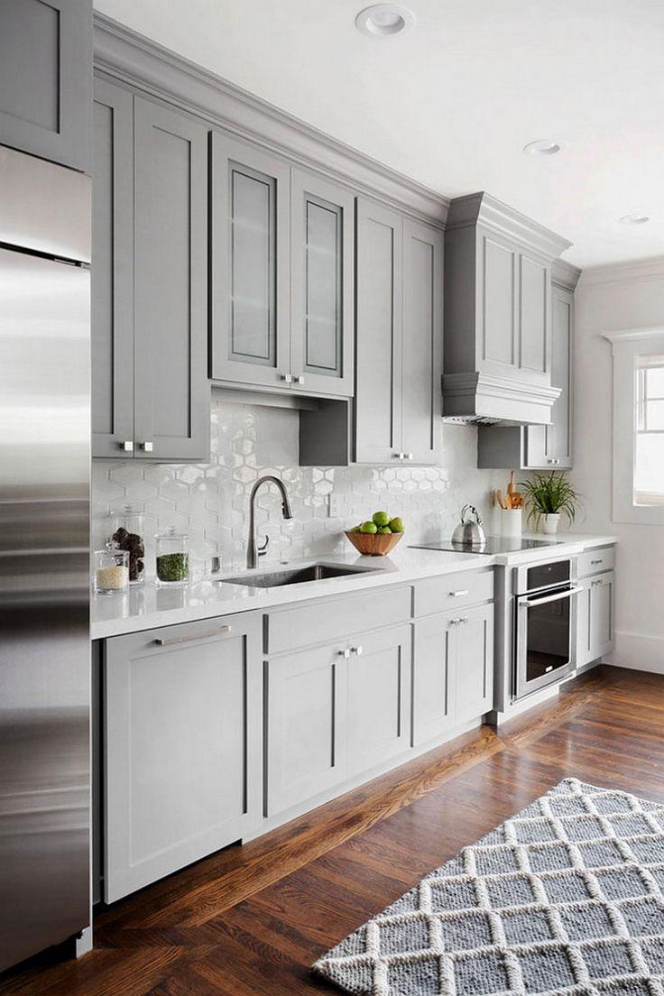 Дизайн маленькой кухни с ковром