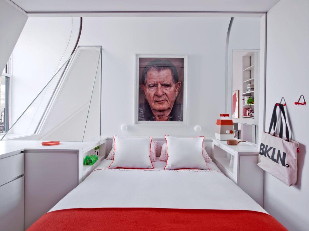 Маленькая спальня красная