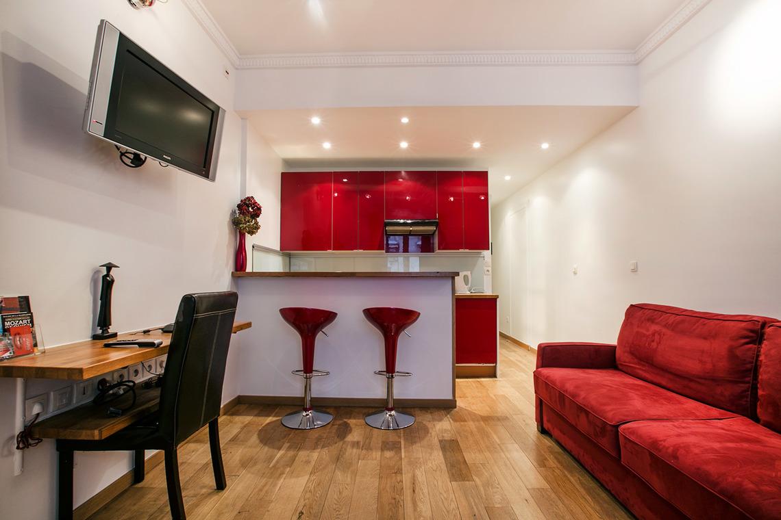 Интерьер квартиры студии красный
