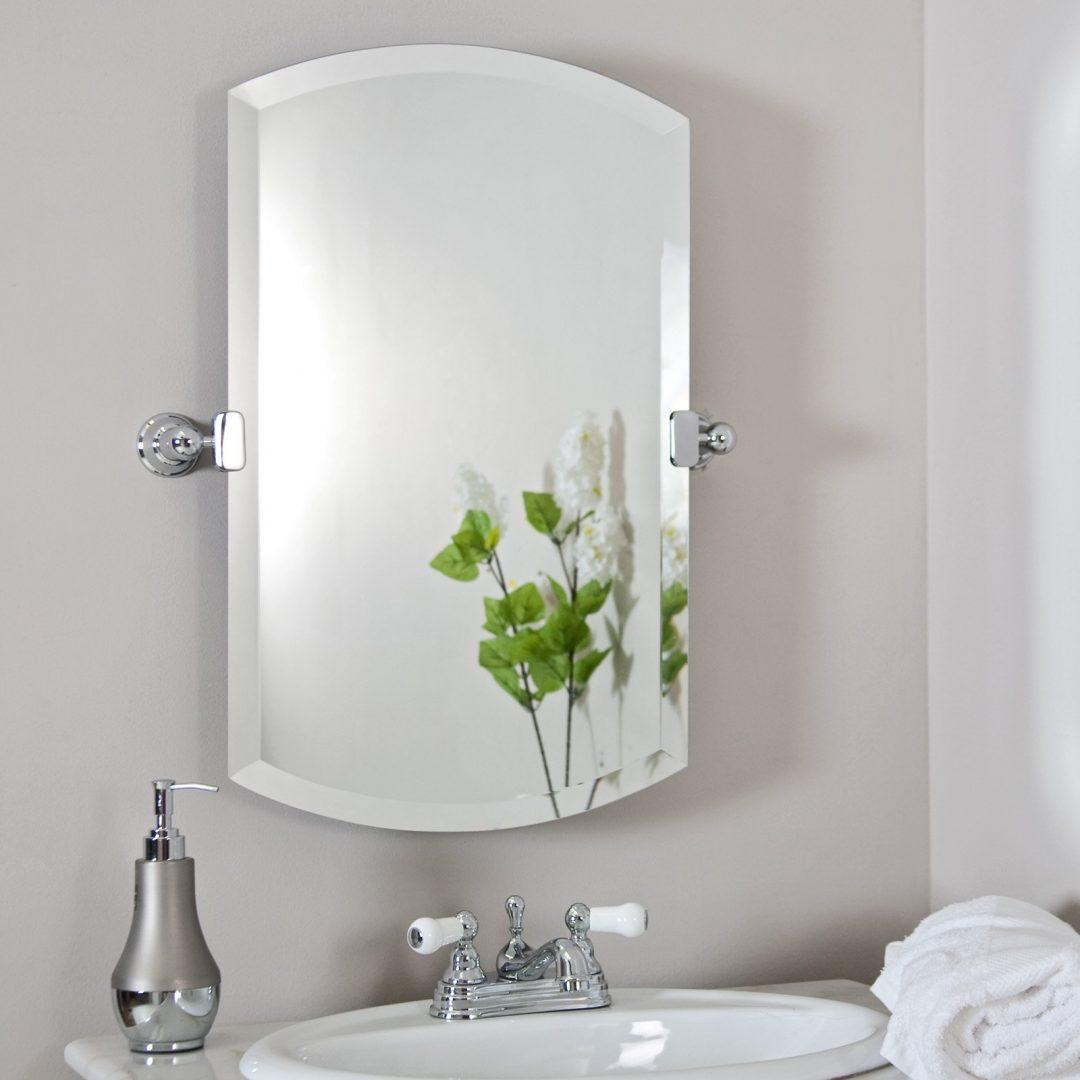 Зеркало в ванную на хромированных креплениях