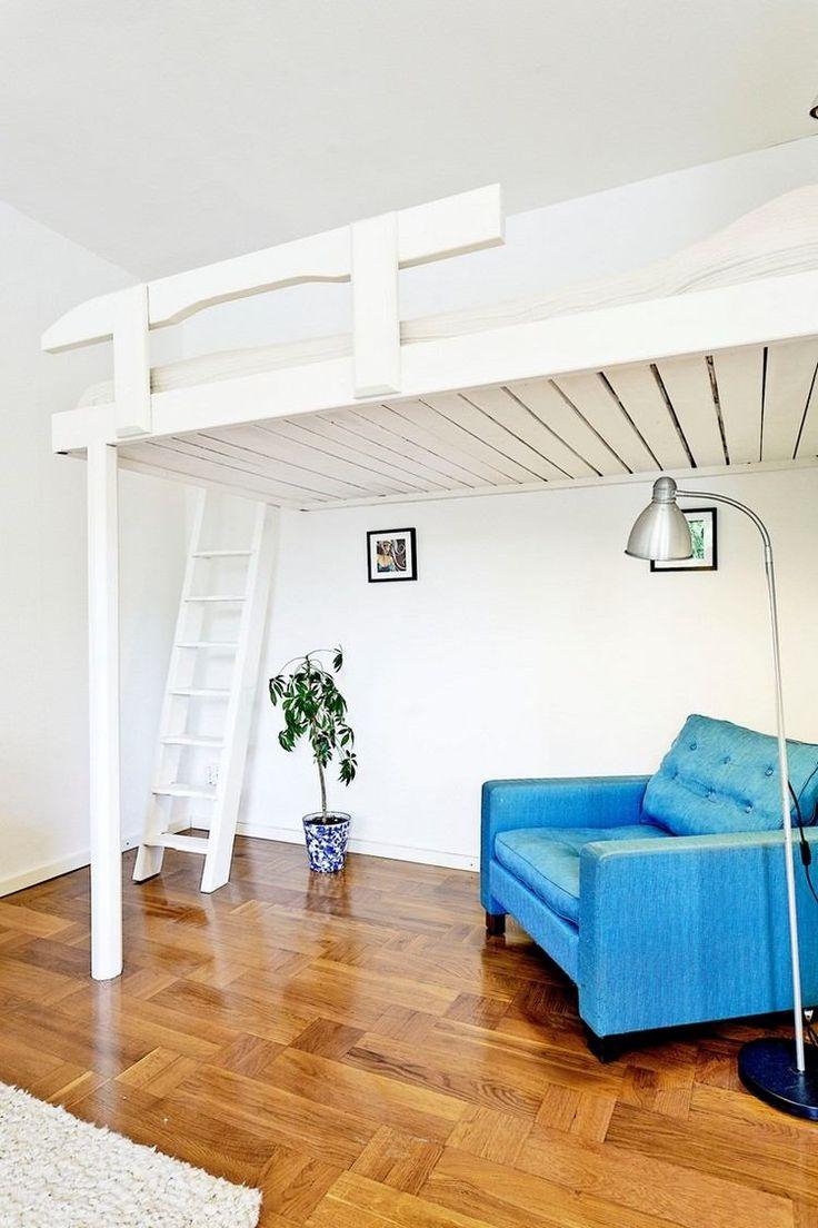 Интерьер квартиры студии с креслом