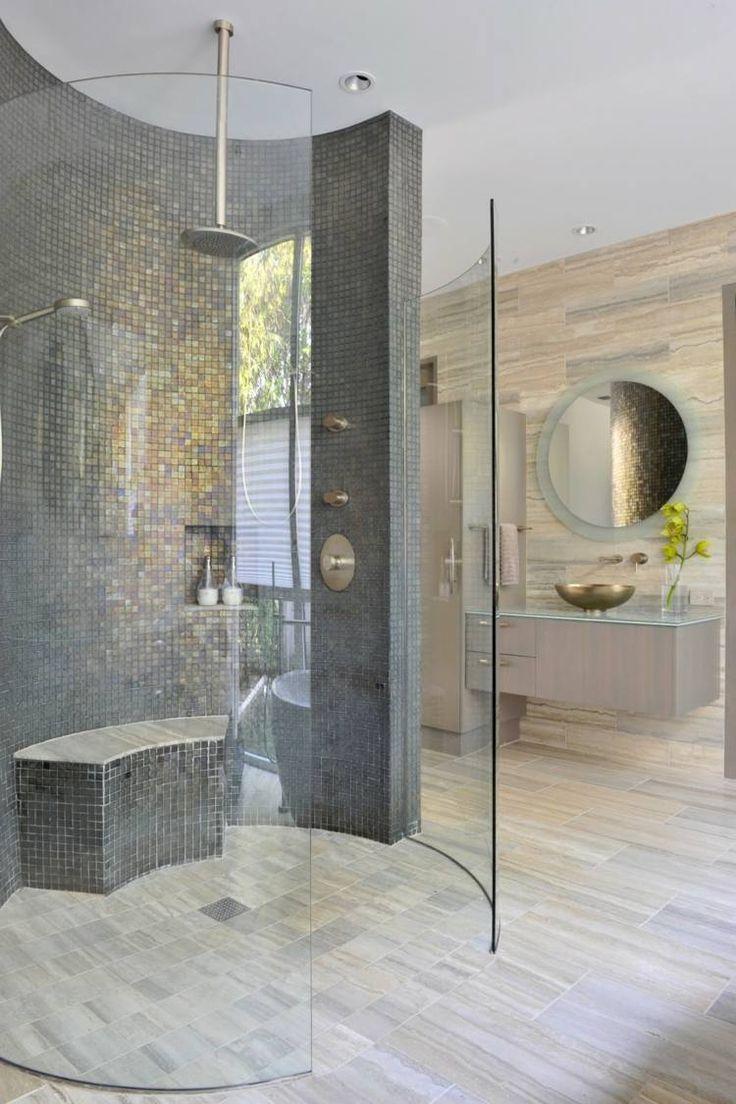 Ванная комната с душевой кабиной круглой