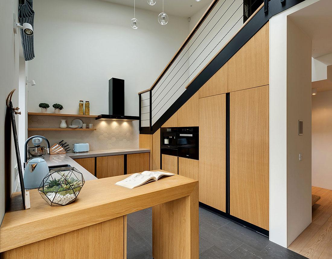 Интерьер квартиры студии с кухней