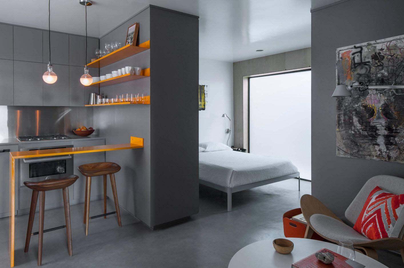 Спальня в однокомнатной квартире с кухней