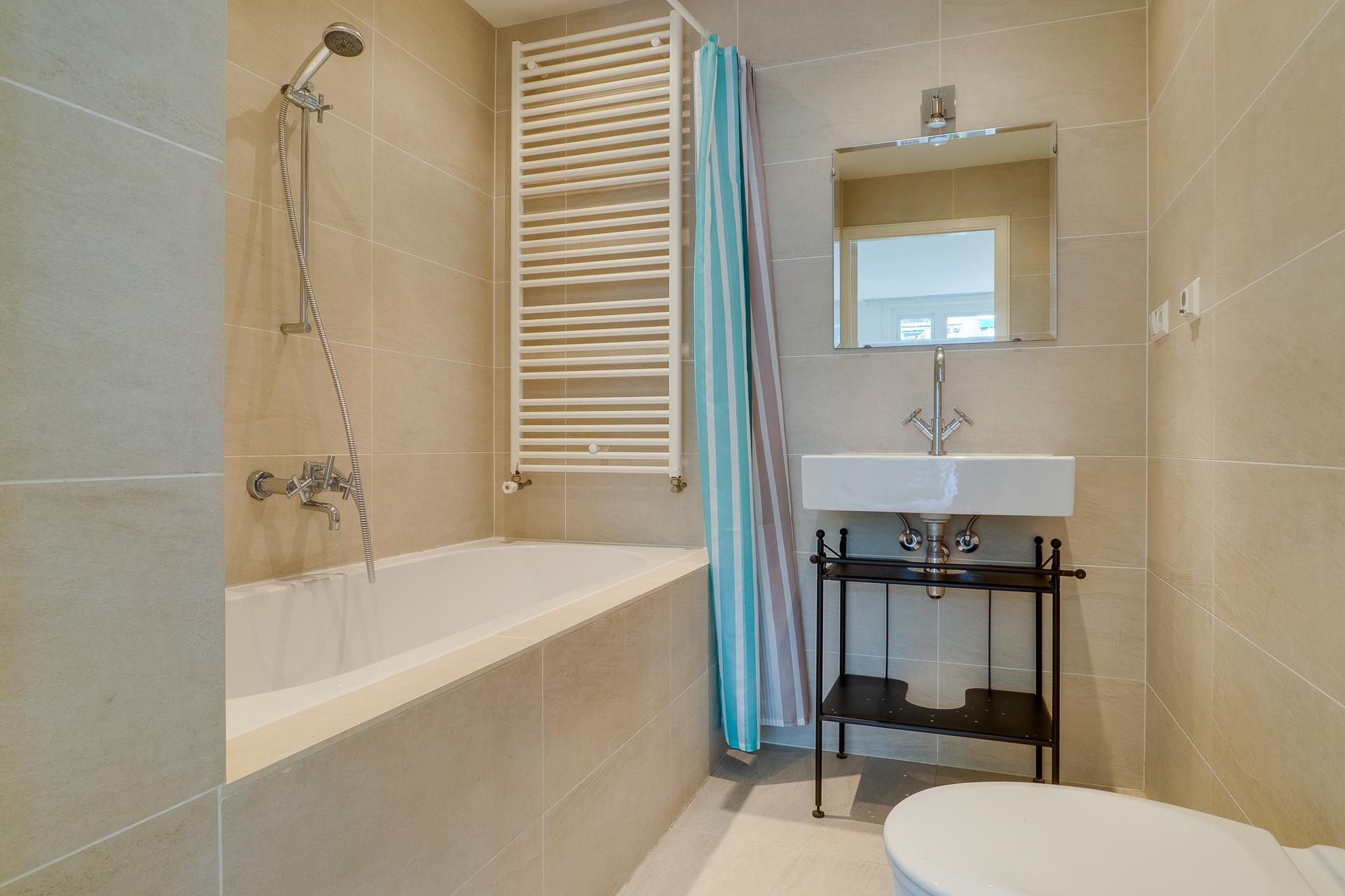 Маленькая ванная комната 4 кв.м: в чем преимущество небольшой площади (57 фото)