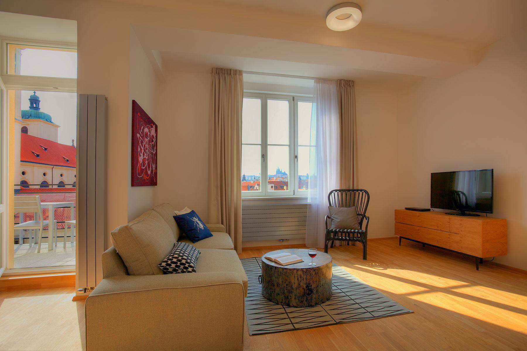 Спальня в однокомнатной квартире в лаконичном дизайне