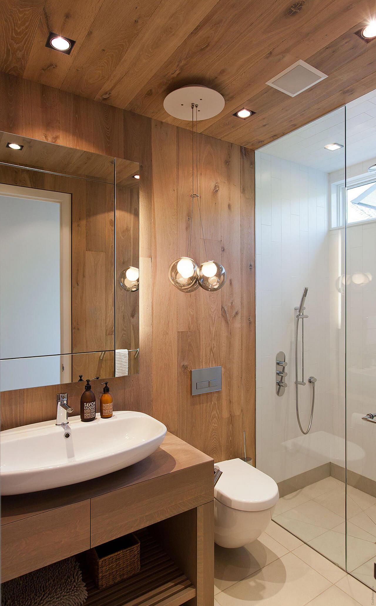 Маленькая ванная комната с ламинатом