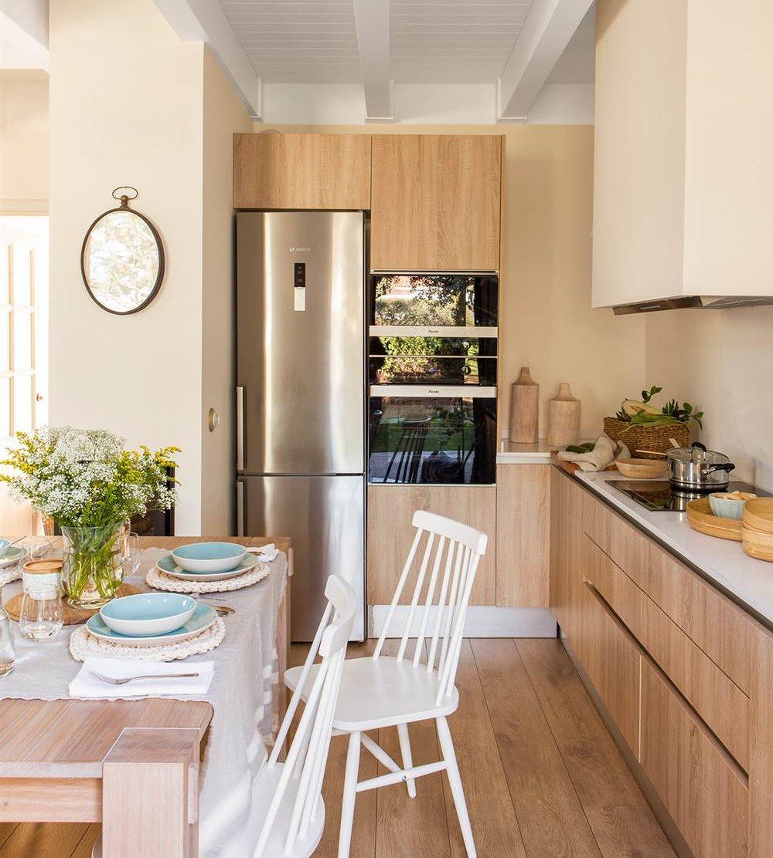Дизайн маленькой кухни ламинированной